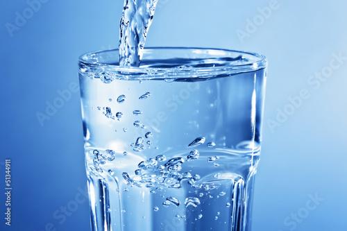 Fotografie, Obraz  Sauberes klares Leitungswasser im Glas - Momentaufnahme