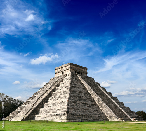 Photo sur Toile Mexique Mayan pyramid in Chichen-Itza, Mexico