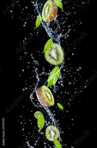 Foto op Canvas Opspattend water Kiwi slices in water splash, isolated on black background