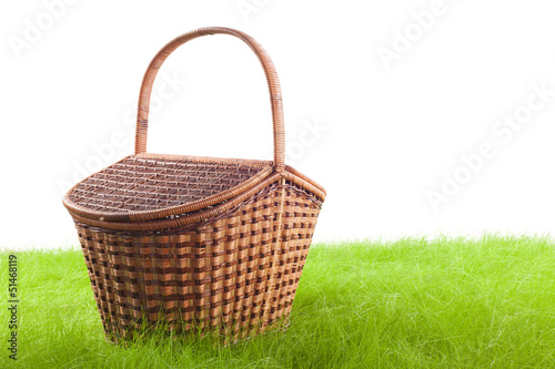 Tuinposter Picknick Picnic basket on the grass