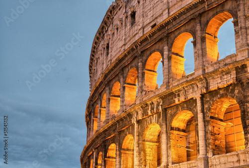 rzym-wlochy-wspaniale-kolory-zachodu-slonca-swiecace-na-starozytnym