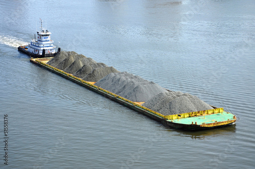 Fotografia Barge on Elizabeth River, Norfolk, Virginia, USA