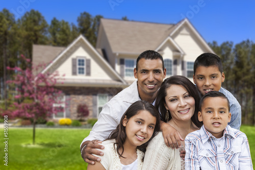 Valokuva  Hispanic Family in Front of Beautiful House