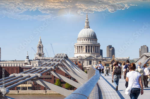 Photo St Paul's Cathedral view by Millennium Bridge, London