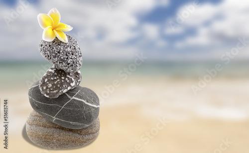 Photo sur Plexiglas Zen pierres a sable empilement de pierres zen sur plage