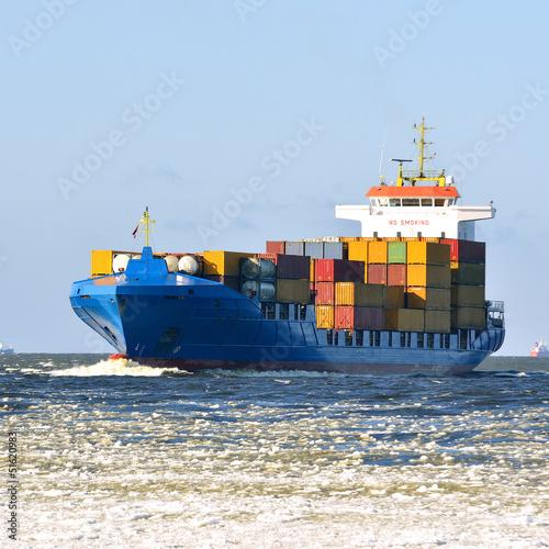Fotografia  Cargo container ship sailing