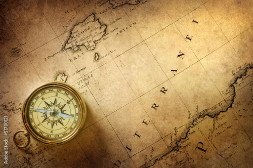 Foto auf AluDibond Schiff old compass and rope on vintage map 1732