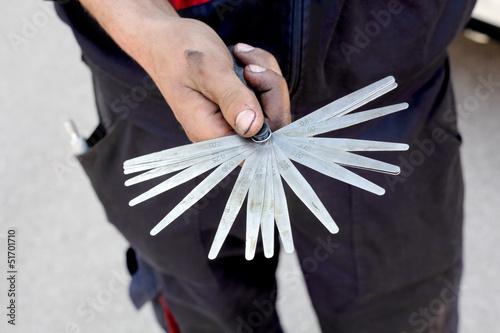 Mechanic hold tappet feeler gauge set, measure tool Fotobehang