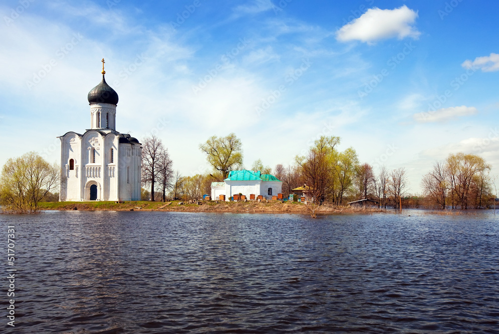Fototapety, obrazy: Church of  Intercession on River Nerl in flood