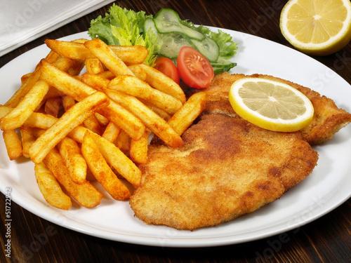 Fotografie, Obraz  Paniertes Schnitzel mit Pommes Frites