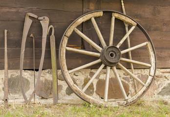 stare koło i narzędzia