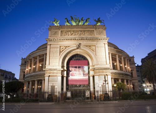 In de dag Palermo Palermo - Teatro Politeama Garibaldi in dusk
