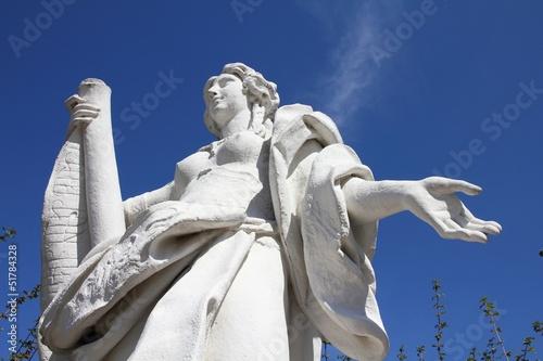 Fotografija  Statue in Vienna - allegory of music