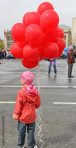 Fototapeta A girl with red balloons