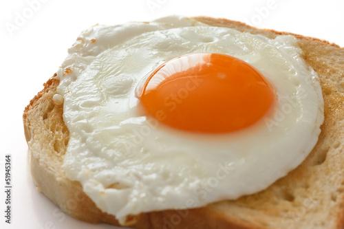 Deurstickers Gebakken Eieren Fried egg on white toast