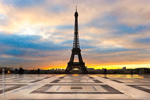 Papiers peints Paris Eiffel tower at sunrise, Paris.