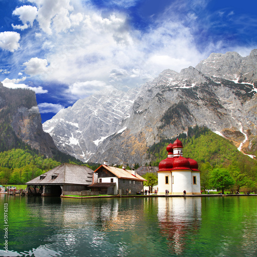 Naklejka dekoracyjna beautiful Alpen scenery -crystal lake Konigsee with small chuch