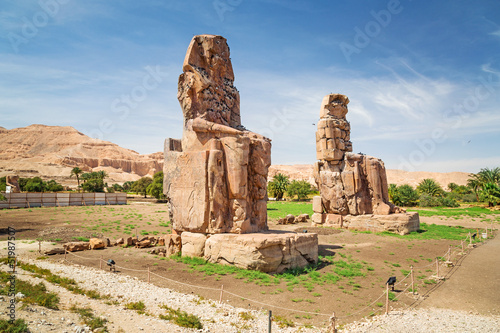 In de dag Egypte The Colossi of Memnon in Luxor, Egypt