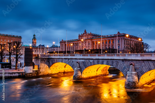 Staande foto Stockholm Riksdag Building and Norrbro Bridge in the Evening, Stockholm, S