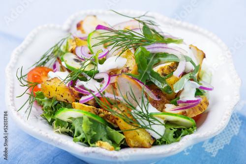 Fototapeta Fresh salad with roasted chicken and potatoes obraz