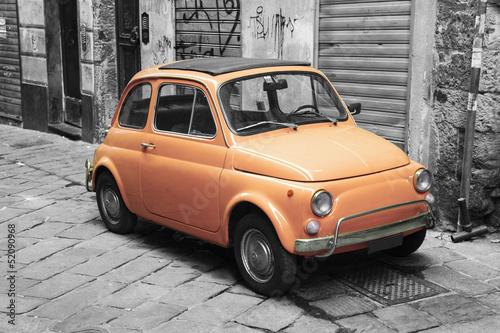 pomaranczowy-rocznika-samochodu
