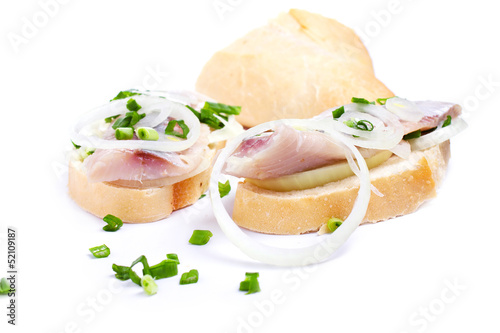 Photo  Sandwiches with herring, onions and herbs on white background