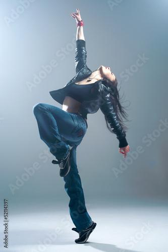 Fototapeten Tanzschule Brunett dancer. Woman dancing in a studio