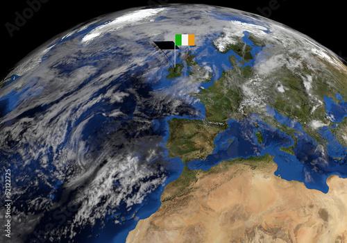 In de dag Noord Europa Irish flag on pole on earth globe illustration