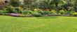 Leinwandbild Motiv Garten mit Rasenfläche