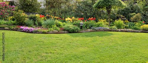 Aluminium Prints Garden Garten mit Rasenfläche