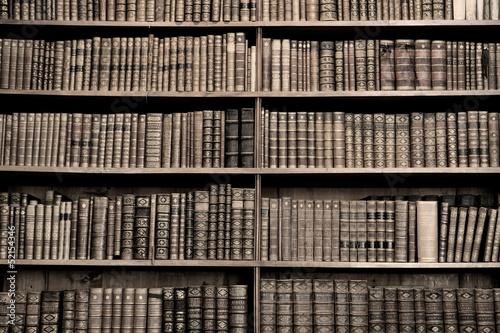 Fototapety Sport  stare-ksiazki-w-bibliotece