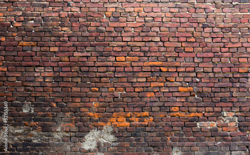 Montage in der Fensternische Ziegelmauer Old brick wall