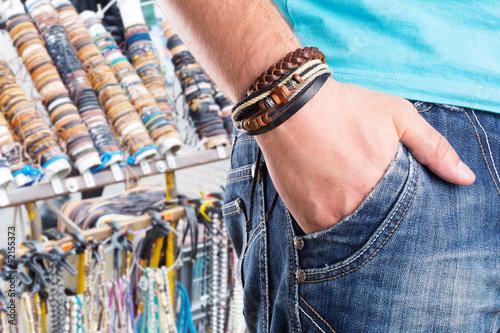 Fotografía  Male with leather bracelet