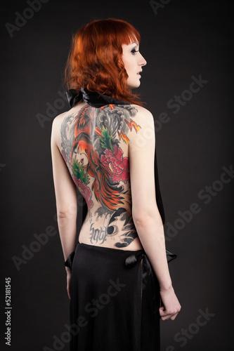 Valokuva  Девушка с татуировкой на спине