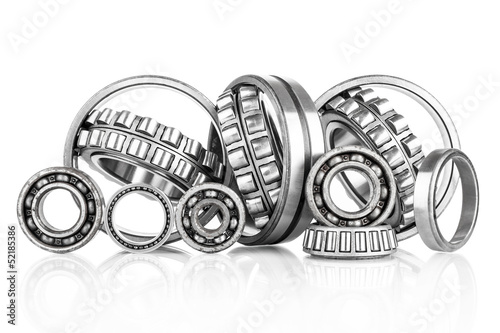 Fotografía  Composition of steel ball roller bearings  on white background