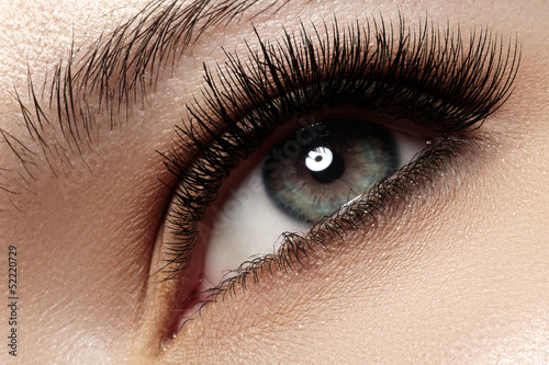 Fotografía  Macro of beautiful eye with extremely long eyelashes