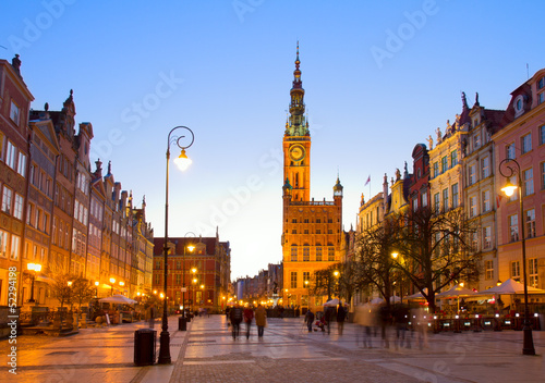 Fototapety, obrazy: Old town of Gdansk with city hall at night