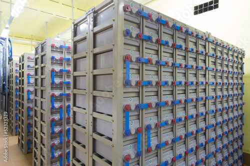 Deurstickers Industrial geb. Industrial backup power system consisting of batteries.