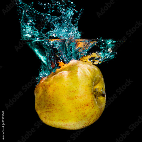 Poster Eclaboussures d eau Yellow apple and water splashing