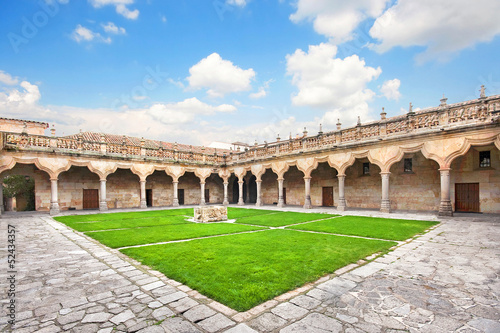 La pose en embrasure Palerme Courtyard of old University of Salamanca, Castilla y Leon, Spain