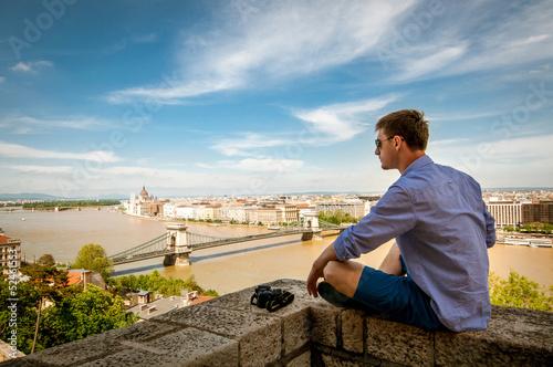 obraz PCV Człowiek ogląda Budapeszt