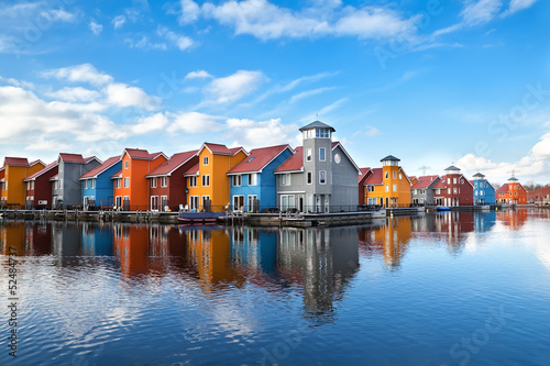 Obraz Reitdiephaven - colorful buildings on water - fototapety do salonu