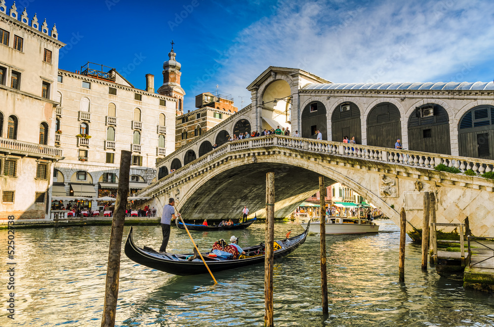 Fototapety, obrazy: Gondola at the Rialto bridge in Venice, Italy