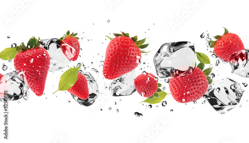 Cadres-photo bureau Dans la glace Ice fruit on white background