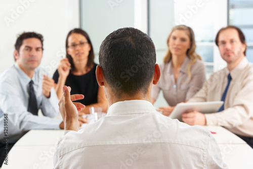 Fotografía  View From Behind As CEO Addresses Meeting In Boardroom
