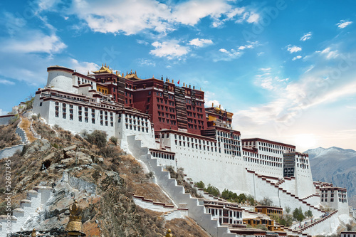 Photographie Potala Palace in Lhasa ( Tibet ) with beautiful sky