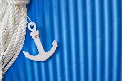 kotwica-statku-kotwica-lub-lina-ratunkowa-jako-dekoracja-morska