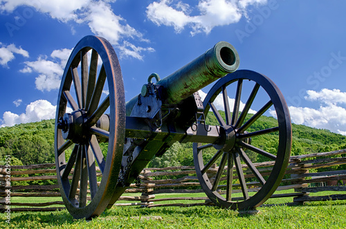 Fotografie, Tablou  Civil War era cannon overlooks Kennesaw Mountain National Battle
