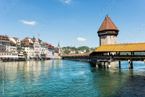 Fotografía Famous wooden Chapel Bridge in Luzern