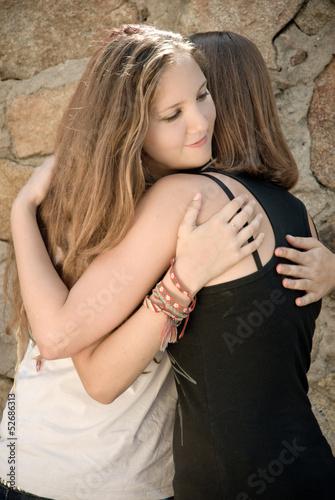 Fotografía  Young Girls Hug